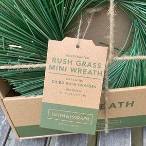 NEW Smith /& Hawken Decorative Dried Rush Grass 11 inch Wreath